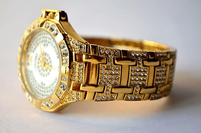 slevy na zlaté hodinky