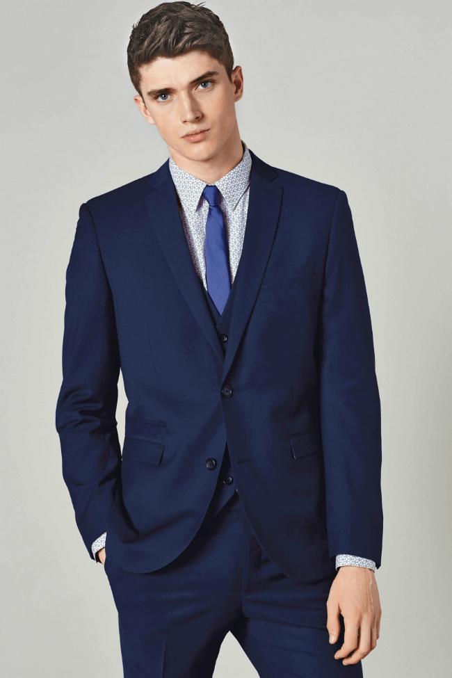 Skvěle padnoucí pánský oblek dostupný na Next