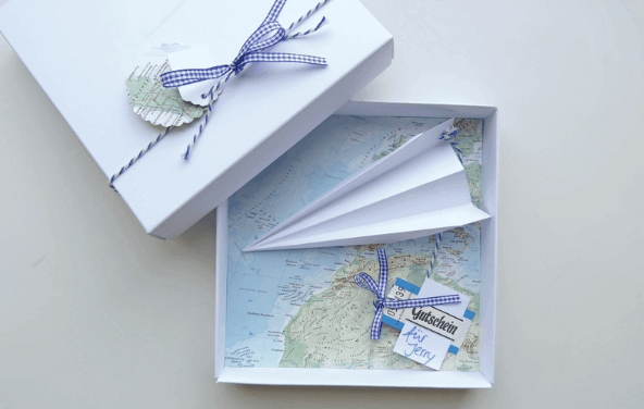 Waytostay Reise – Flugzeug und Landkarte