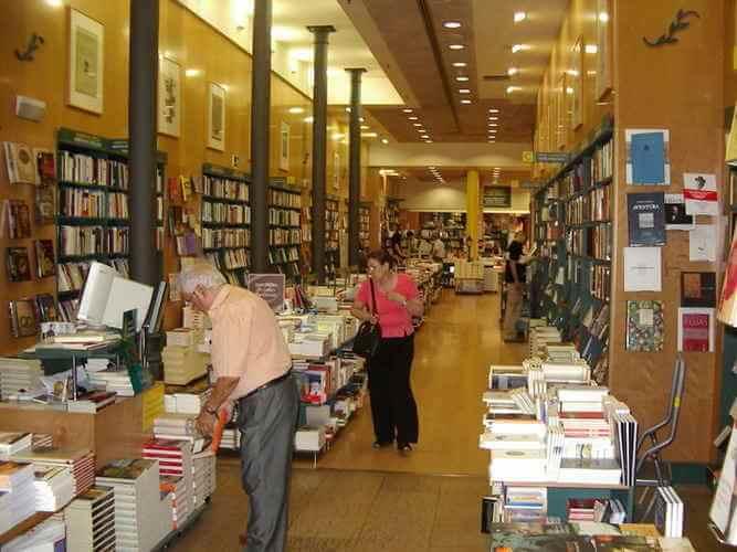 Casa del Lintro - una de las librerías