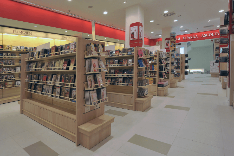 interno libreria mondadori