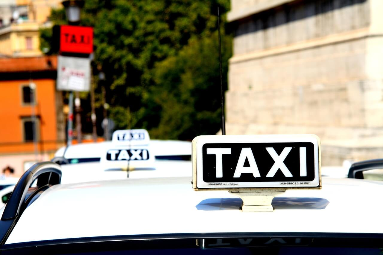 tanie taxi Warszawa