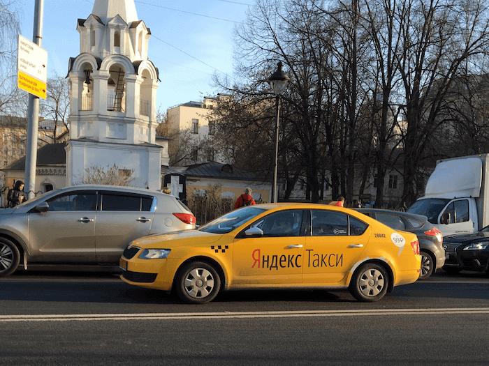 Машина Яндекс Такси