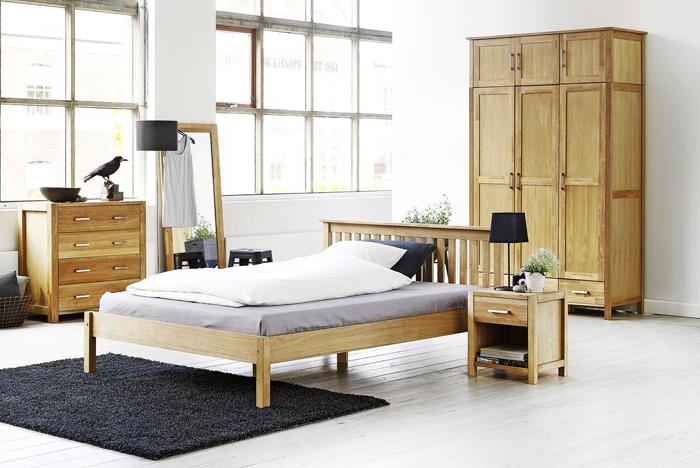 Inšpirujte sa spálňou s dostatkom miesta a jednoduchým viacúčelovým nábytkom