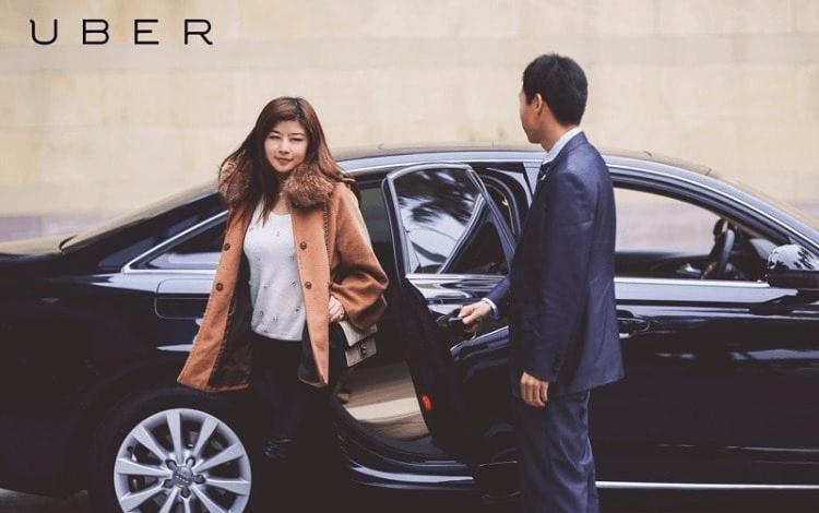 Khách hàng sử dụng dịch vụ UberX của Uber.